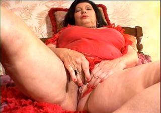 granny fingers her pussy for