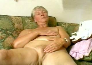 granny plays